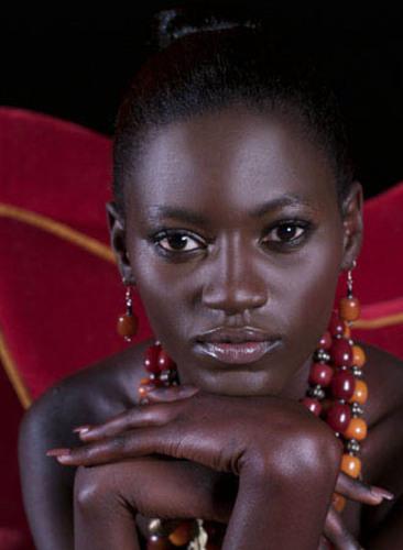 black_goddess_model_366x500